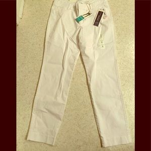 Brand new Old Navy White Pixie Ankle Pants size 8